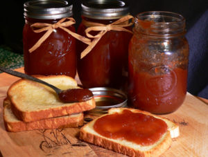 Cover photo for Families Fall for Fruit (Apple Butter Canning Workshop)